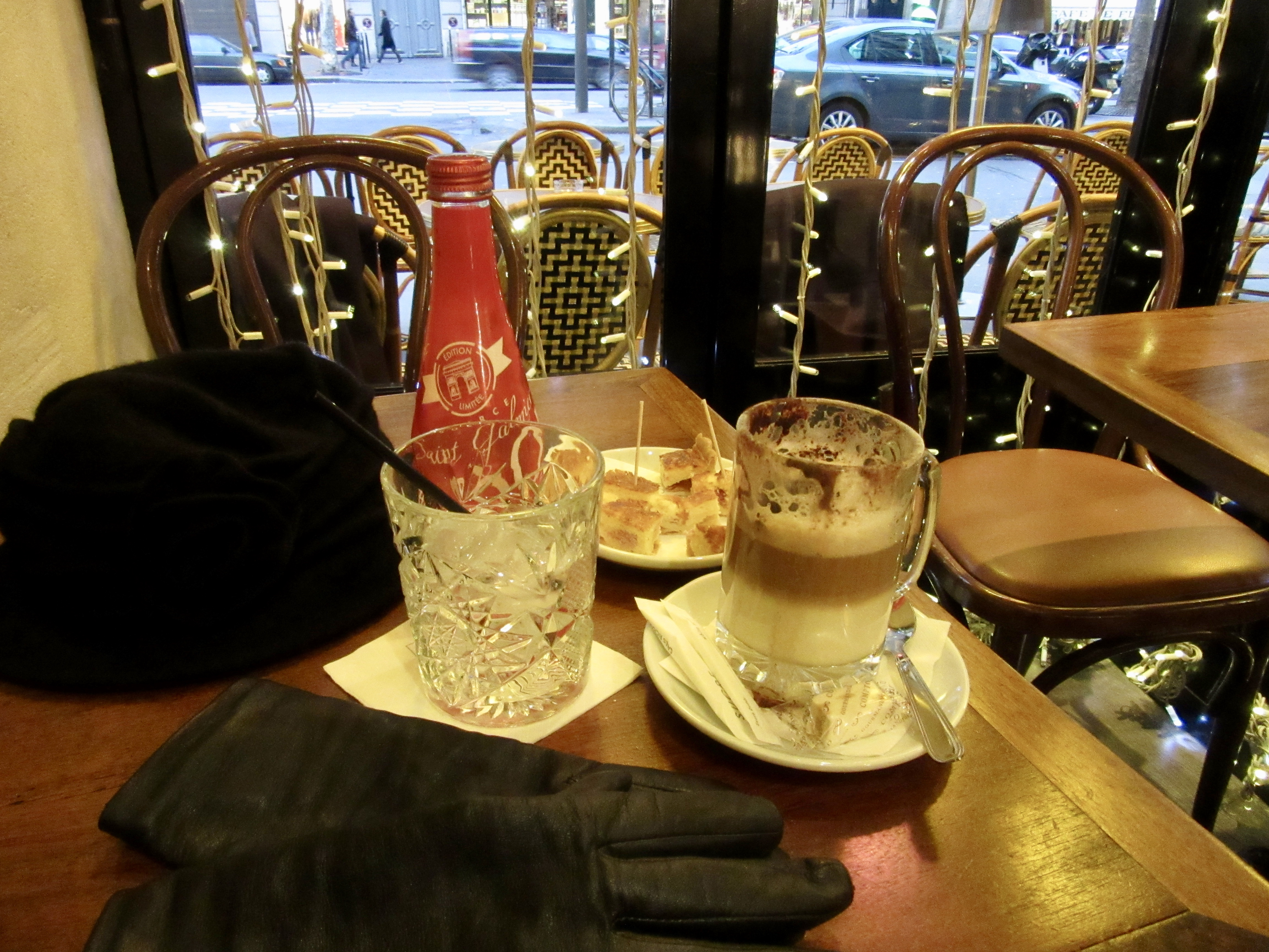 Hospitality at Café Louise in Paris