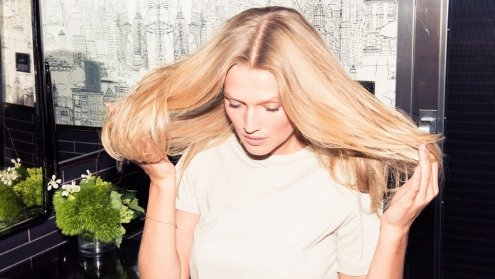 kerestase-toni-garrn-36-natural-hair-products-protect-color-homepage-1280x720.jpg