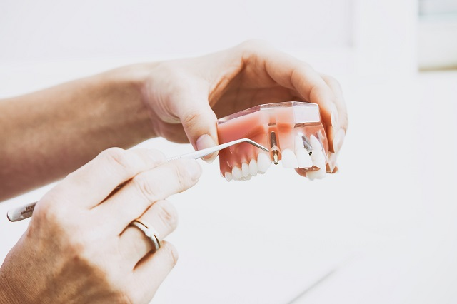 glue to fix dentures