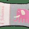 Namenskissen mit Elefant-Applikation in rosa auf grauen Vichykaro und weichen Details