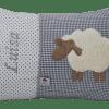 Namenskissen mit Schaf grau und gesticktem Namen