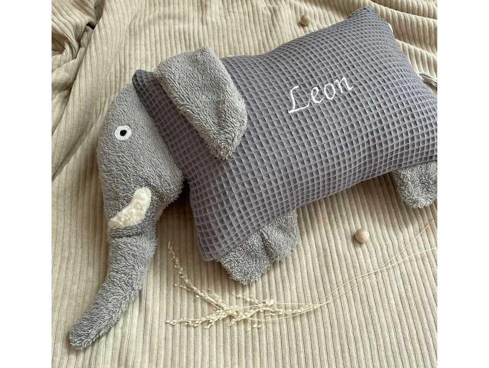 Handgenähtes Kuscheltier Kissen Elefant in Grau
