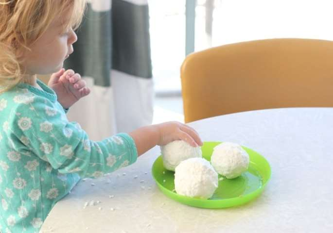 No melting, pouring or measuring. This is the easiest DIY kids soap! Hide a small toy inside for this fun snowball surprise soap!