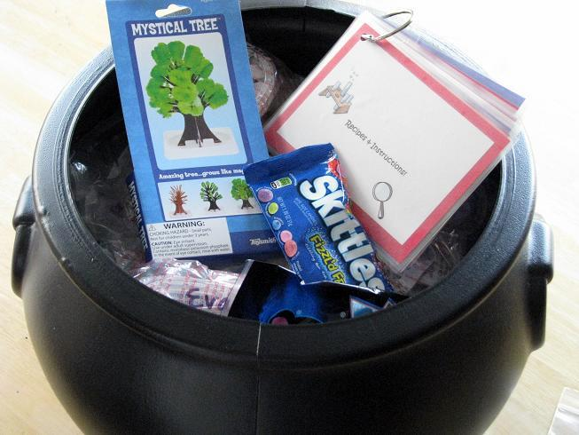 These science kits for kids are easy to put together using household ingredients! Bobbing raisins, Invisible Ink, Wriggle Worms and more! Package them all up in baggies and put in a tote for a fun and educational activity!