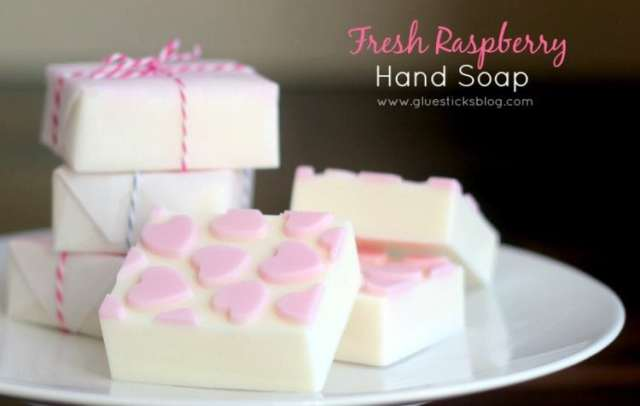 Easy Raspberry Handsoap