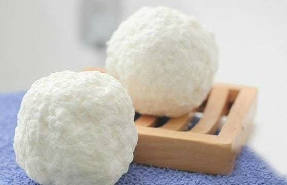 Snowball Surprise Soap: An Easy DIY Kids Soap!