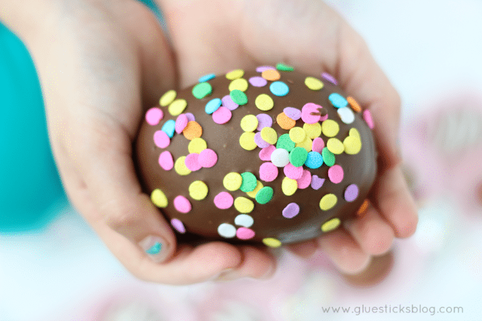 how to make a chocolate egg using a balloon