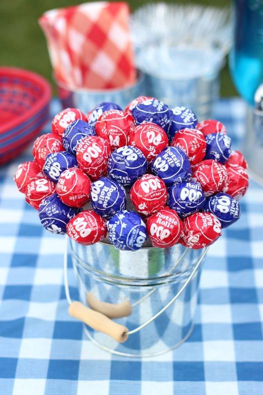 BBQ season is upon us and with Memorial Day and the 4th of July just around the corner, here is a fun patriotic lollipop topiarythat the kids will love! I can guarantee that if you bring this to your next gathering it will be the hit of the party! A quick and easy lollipop topiary made in about 10 minutes.