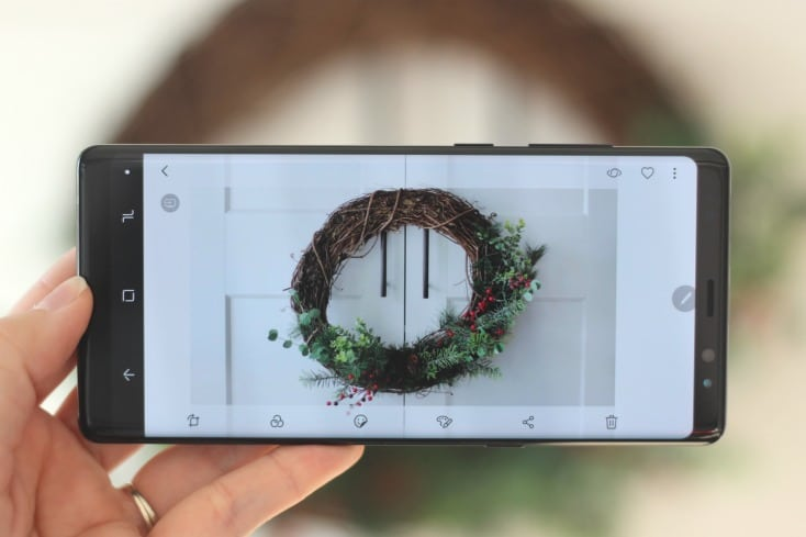Simplify Christmas and the holiday season by letting your phone become your personal assistant! Let it remind you of the big events, capture the holidays with vivid photos & video, & organize your lists!