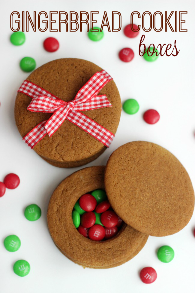 these quick and easy gingerbread cookie boxes are made out of cookies fill with small
