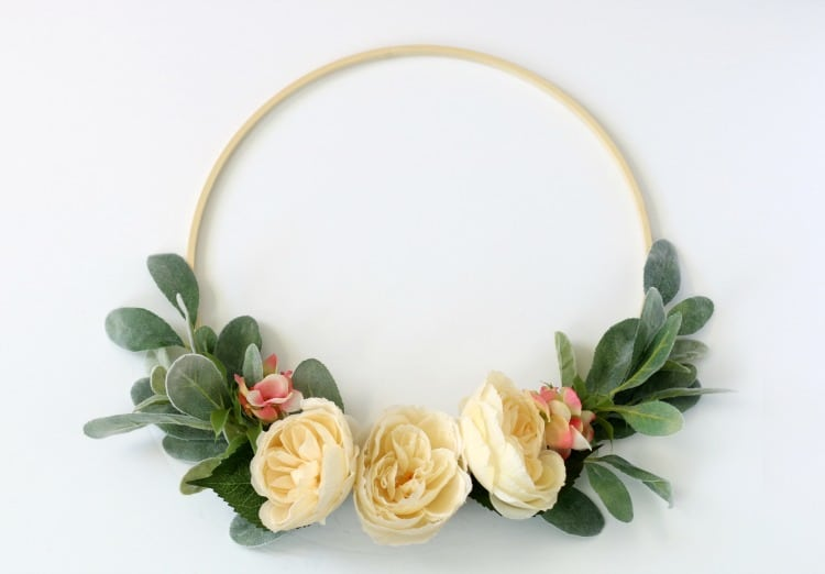 This easy to follow hoop wreath tutorial will guide you step by step, and in 15 minutes you will have your own floral springtime wreath!