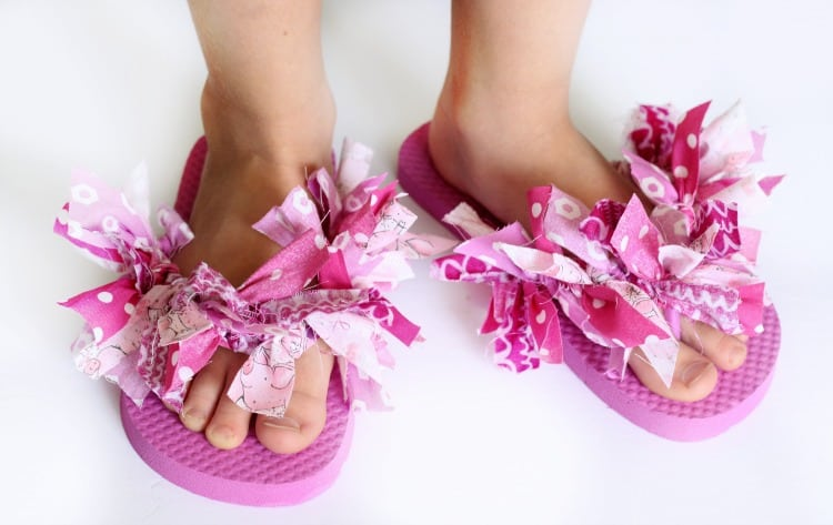 8182fe86076724 Decorate flip flops with scrap fabric to make these fun and funky