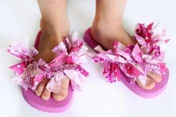 Decorate Flip Flops With Scrap Fabric: Fluffy Flip Flops!