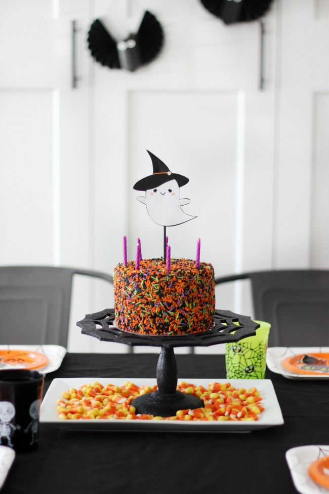 A not-so-spooky Halloween cupcake decorating party for kids! Each guest will take home their own tray of cupcakes to share with their family. A fun activity and party favor all in one!