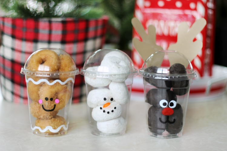 Fill these to-go cups with mini donuts and decorate the front for the most darling holiday partytreat cups around! Great for class parties!