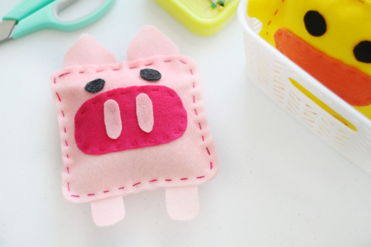 Felt Pig Softie That Kids Can Sew - Free Sewing Pattern