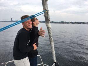 Kevin und David in der Titanic-Szene am Bug der Hanse 400