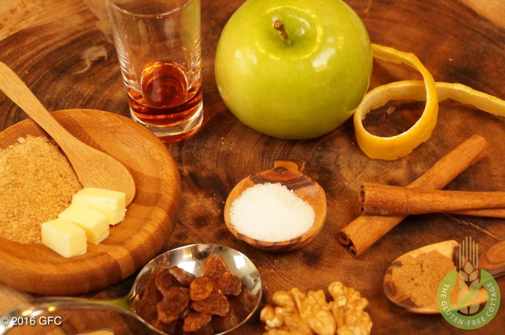 Ingredients for the filling: apples, lemon juice, gluten-free bread crumbs, unsalted butter, granulated sugar, cinnamon powder, dried raisins, rum and walnuts (gluten-free apple strudel).