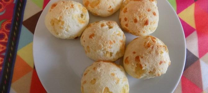Brazilian cheese bread: Pão de Queijo