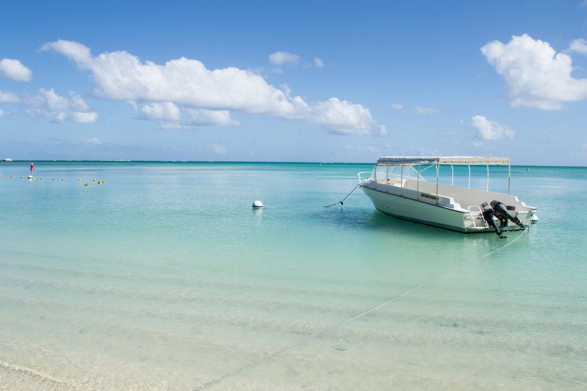 Boot auf indischem Ozean auf Mauritius