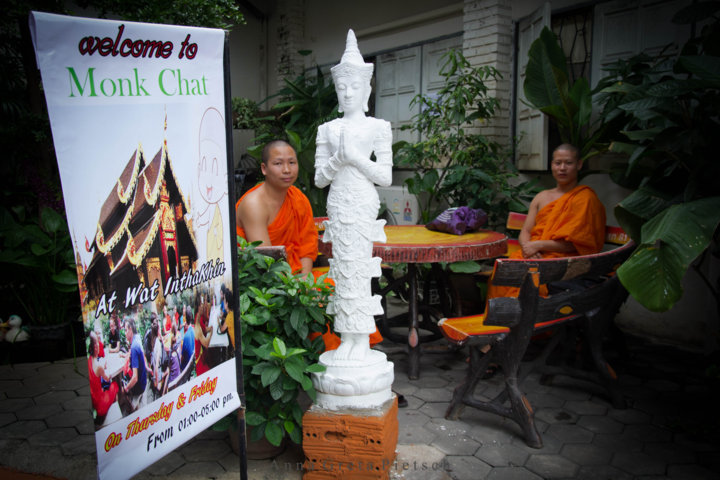 monk-chat_chiang_mai_thailand