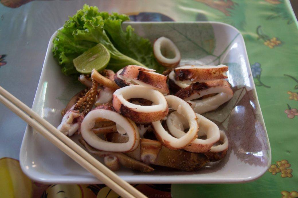 gegrillter Tintenfisch auf Koh Samet, Thailand