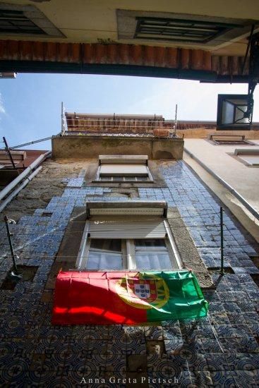 Porto_Gasse_portugiesische_Flagge (FILEminimizer)