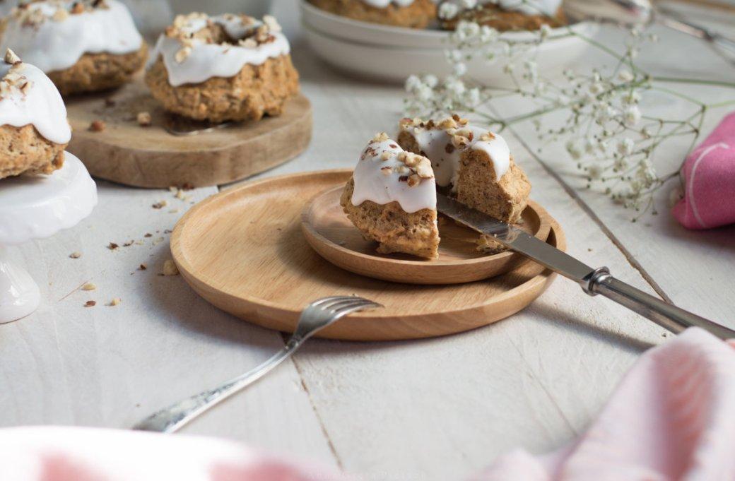 Rezept Bananenkuchen mit Haselnuss glutenfrei laktosefrei Gugelhupfkuchen mit Zuckerguss