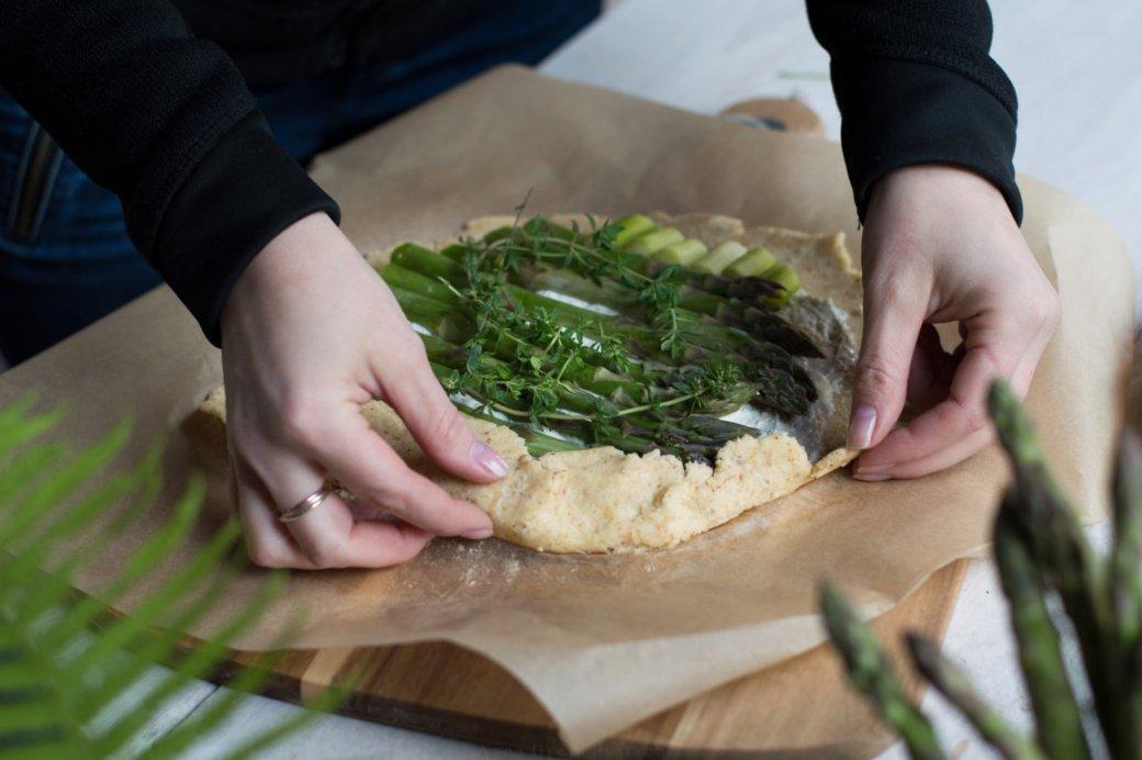 Zubereitung glutenfreie Galette mit grünem Spargel