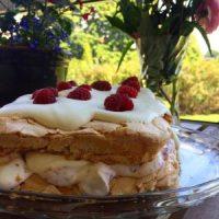 Pinocchiotårta, Glömmingetårta,  Brittatårta, Herrgårdstårta- ljuvlig marängtårta som kallas lite olika!