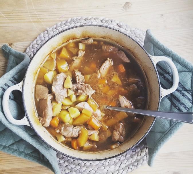 One pot wonder med svinekjøtt og rotgrønnsaker