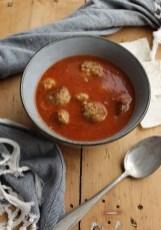 Tomatsuppe med lammekjøttboller