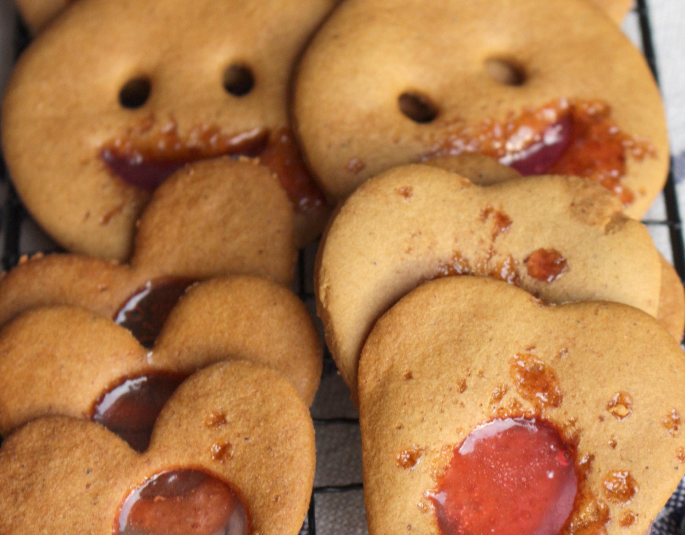 pepperkaker med knust sukkertøy