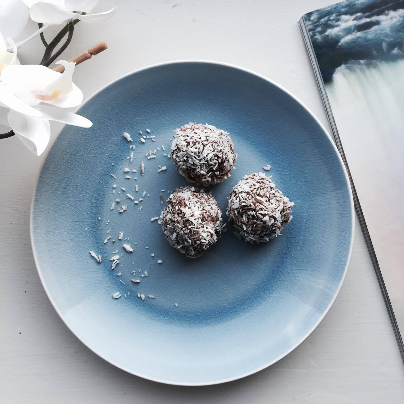 Malibu & chocolate balls: easy gluten-free vegan recipe