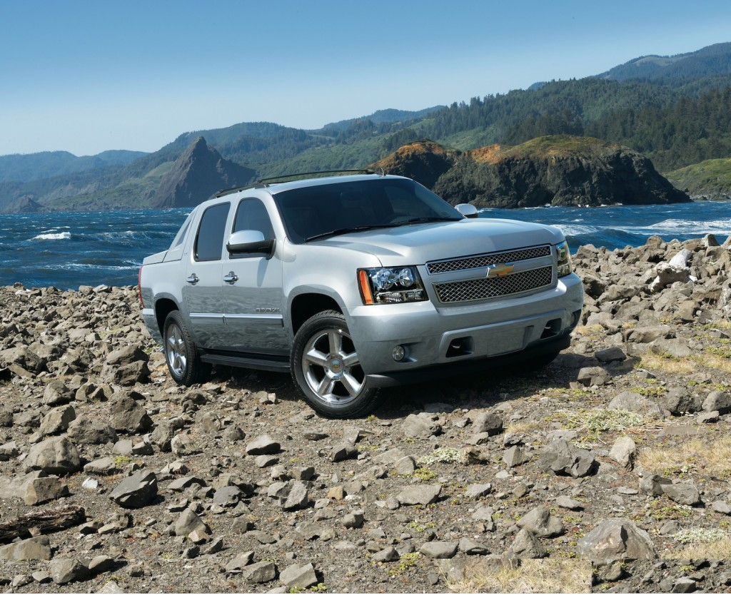 hight resolution of we detail how to inspect and replace the shock absorbers of a chevrolet avalanche