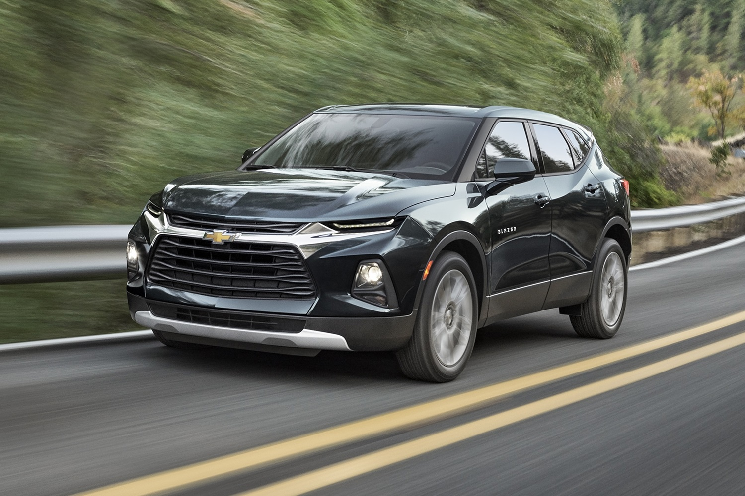 hight resolution of 2019 chevrolet blazer l exterior 002