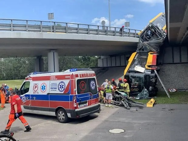 Nagranie tragicznego wypadku autobusu w Warszawie.