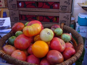 Organic Hairloom Tomatoes, mercedesfromtheeighties / Wikimedia