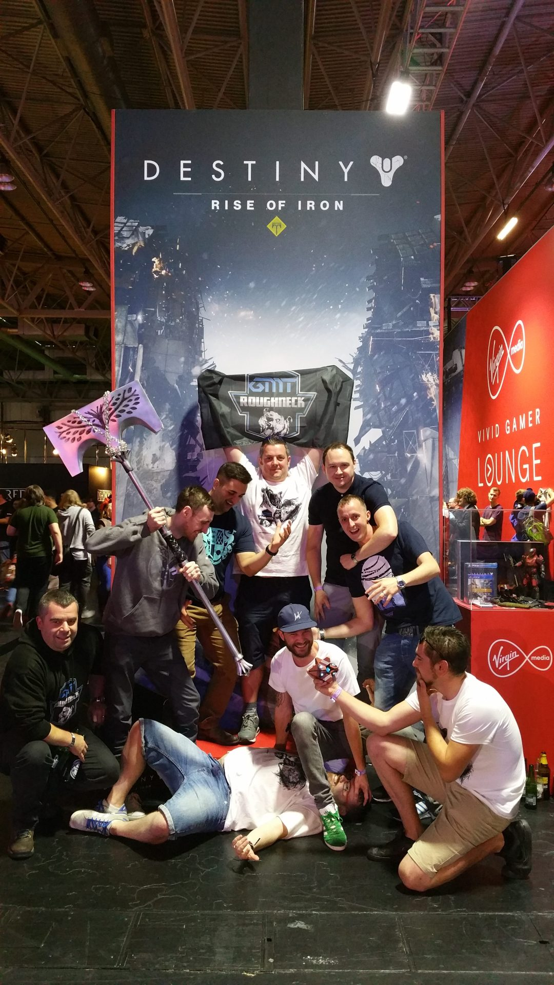 Left-Right; Danchop, Jarv, Mikey, Paul, Andy, Chrisers, Cap and Liam Teabagging Revus.