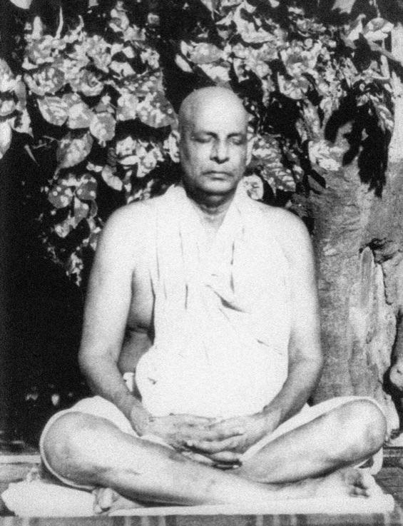 sivananda-meditating
