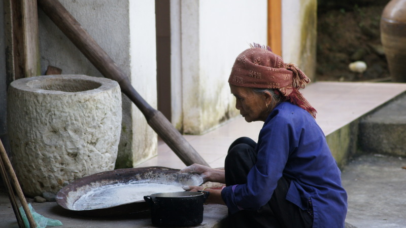 Grinding the rice for the spring rolls