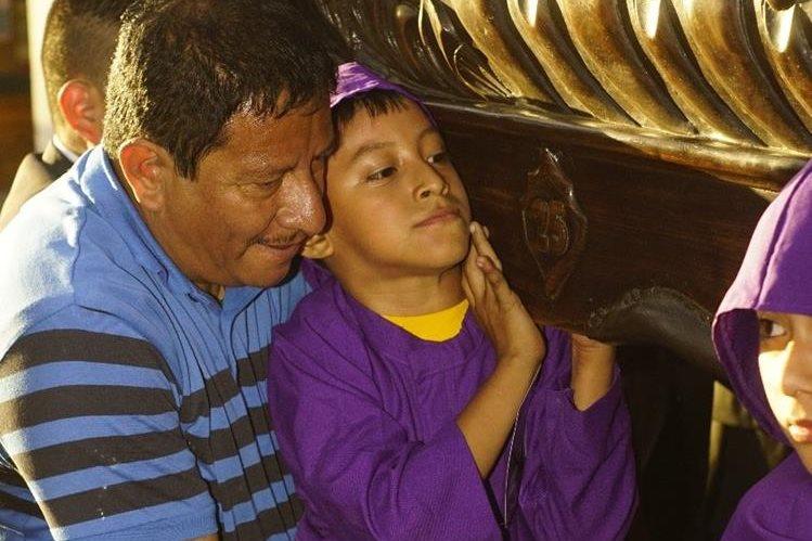Nio con parlisis cerebral y a su padre los une la fe en