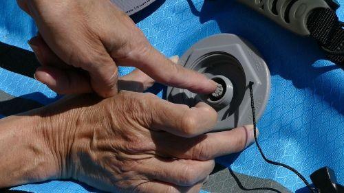 Closing the main valve