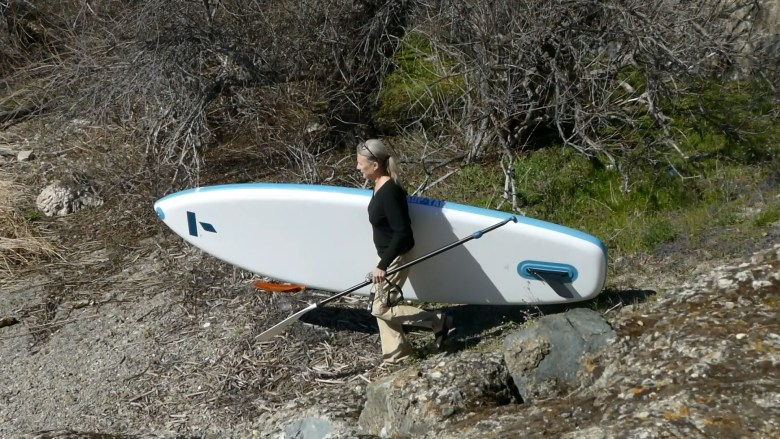 The Tahe SUP-YAK is lightweight and easy to carry.