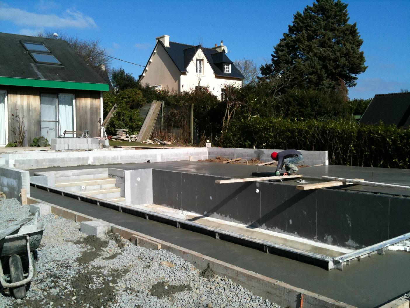 Amnagement des abords dune piscine  Quimper  Goalabre Construction