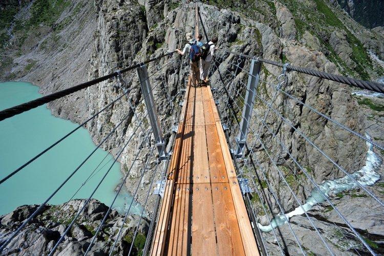 Trift Suspension Bridge in Switzerland (Credit: Wikipedia Commons)