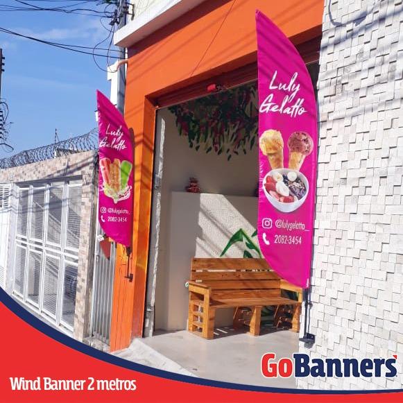 Wind Flag Banner no PDV na porta da Sorveteria gelato