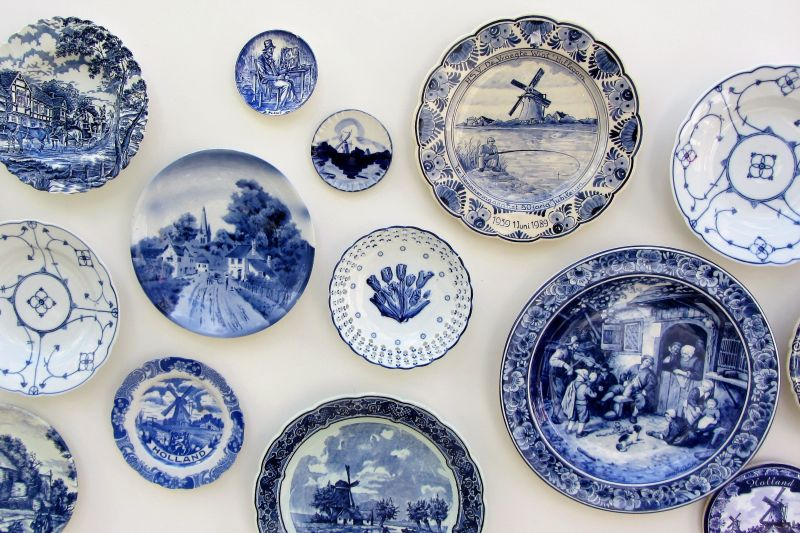 Delft: the Dutch Town of Pottery and Painters : European Waterways