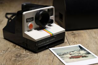Polaroid instant camera by WerbeFabnik CC0 Public Domain from Pixabay
