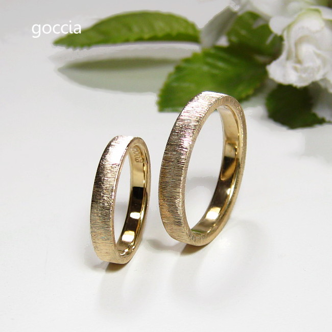 ゴールドの平打ち結婚指輪